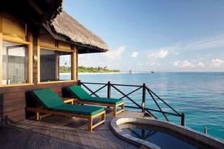 Coco Palm Dhuni Kolhu Wasser Bungalows mit Blick auf Insel