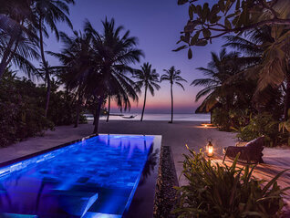 One & Only Reethi Rah Insel Villa mit Pool Nachts