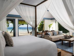 Raffles Maldives Meradhoo Resort Insel Villa Wohnbeispiel Schlaf- und Wohnzimmer