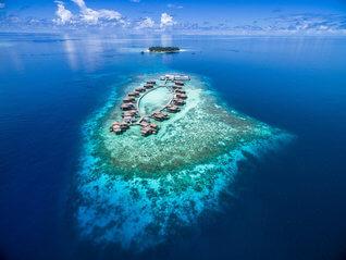 Raffles Maldives Meradhoo Resort Insel Resorts von ganz oben