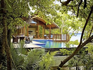 Shangri-La's Villingili Resort und Spa Insel Villa mit Pool Robinson Crusoe