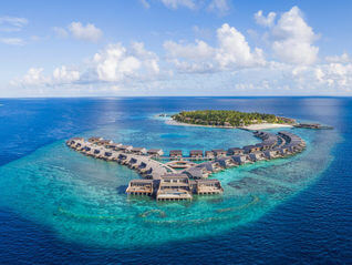 The St. Regis Maldives Vommuli Resort Wasser Bungalows
