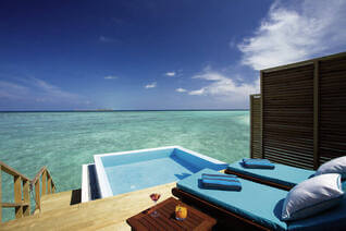Velassaru Maldives Wasser Bungalows Pool