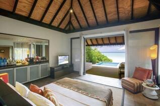 Velassaru Maldives Wohnbeispiel Schlafzimmer