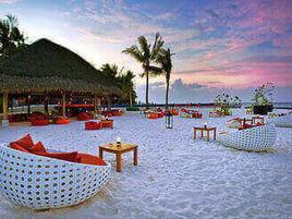 Beach Lounge Kuramathi Maldives auf den Malediven